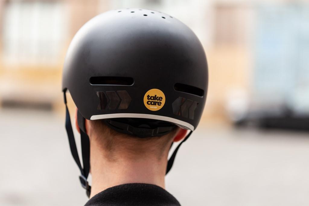 """Reflektierende Aufkleber """"tex—lock"""" auf einem Helm"""